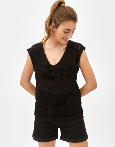 Delia V Sweater Black